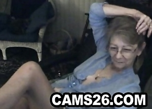 Lovely granny with glasses 3 - Cams26.com