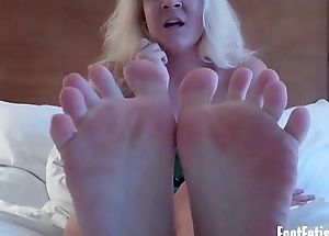 Get a big get a whiff of of both your roommates sexy feet