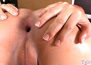 Pretty tranny dildoing her juicy pain in the neck while jerking off