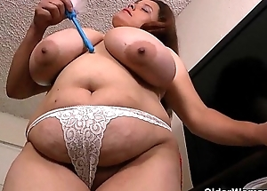 My favorite vids of Latina milfs cleaning