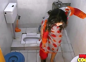 Bhabhi Sonia strips and shows her topping while irrigate