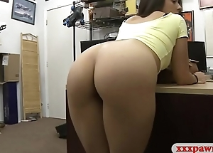 Tight brunette babe drilled by pawn guy up ahead pawnshop