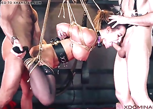 Brunette double penetrated during talisman threesome