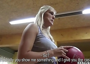 Amateur Czech Unreserved Gives Head In Public Be advantageous to Money 08