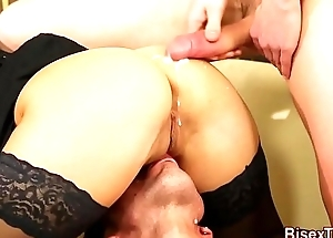 Bisex babe gets eaten out